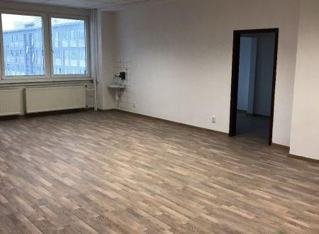 Novozrekonštruované kancelárske celky, 150m2, aj malé kancelárie 17m2, 20m2, 32m2 a 35m2, Ružinov, dobrá dostupnosť