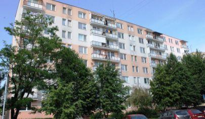BÁNOVCE NAD BEBRAVOU - 3 izb byt, 72 m2, 7 poschodie, sídlisko DUBNIČKA