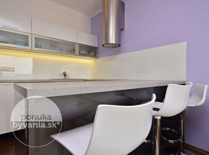 PREDANÉ - VLČIE HRDLO, 2-i byt, 46 m2 – dizajnový byt, kvalitná kompletná rekonštrukcia, loggia, ŠATNÍK, luxusná kuchynská linka, KLIMATIZÁCIA