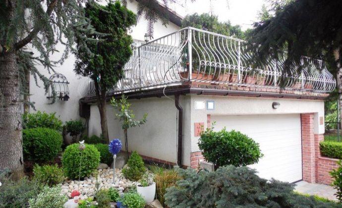 Veľký RD s výborným dispozičným riešením, veľkou terasou a dvoj garážou v Prievoze v blízkosti kaštiela.