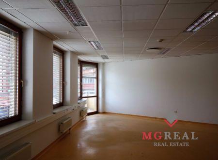 Administratívny celok, openspace i malé kancelárie, cca 196m2, Nové Mesto, parkovanie
