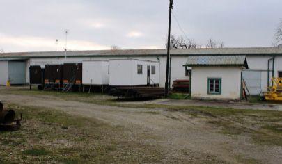 KONIAROVCE - areál, sklady, garáže,  pozemok 4575 m2, okr. Topoľčany