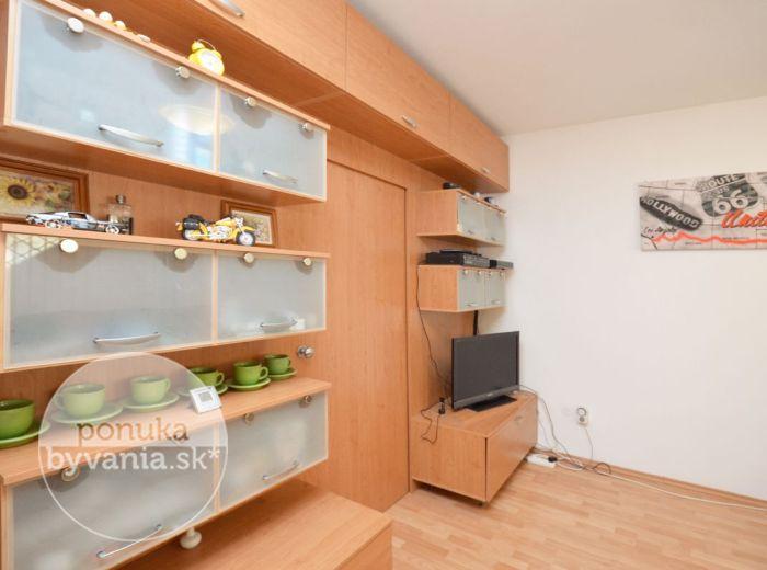 PREDANÉ - ZÁMOCKÁ, 2-i byt, 47 m2 - tehlová NOVOSTAVBA, v tesnom susedstve BRATISLAVSKÉHO HRADU, s priamym vstupom do HRADNEJ ZÁHRADY