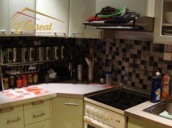 REZERVOVANÉ - Ponúkame na predaj priestranný 4 izbový byt s loggiou na 2. poschodí