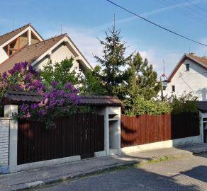 SarBrokers - Predaj veľkého rodinného domu v centre Bratislavy na hradnom kopci