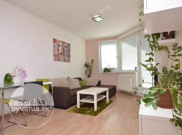 PREDANÉ - JÉGÉHO ALEJ, 2i byt, 62 m2 – novostavba, tehla, priestranná LOGGIA S KRÁSNYM VÝHĽADOM, parkovacie státie, moderne ZARIADENÝ