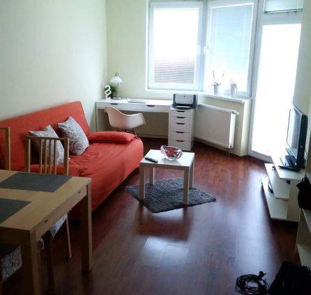 StarBrokers –  REZERVOVANÉ! - PREDAJ - 2 izb byt vrátane garážového státia, s veľkým balkónom, komplet zariadený
