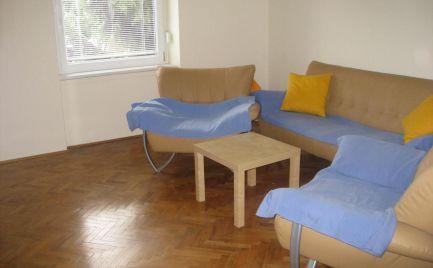 REZERVOVANÝ - Čiastočne prerobený, priestranný 2 izb byt v centre Šamorína