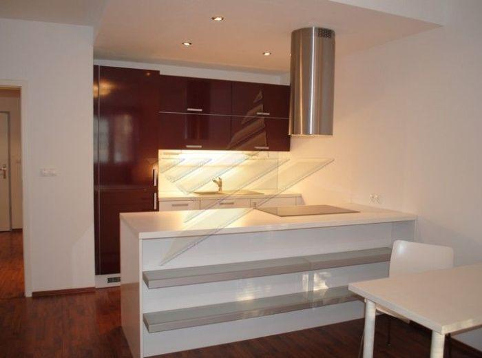 PRENAJATÉ - TOMÁŠIKOVA, Best Homes, 2-i byt, 75 m2 - loggia, samostatný šatník, komora, VÝBORNÁ LOKALITA BLÍZKO CENTRA