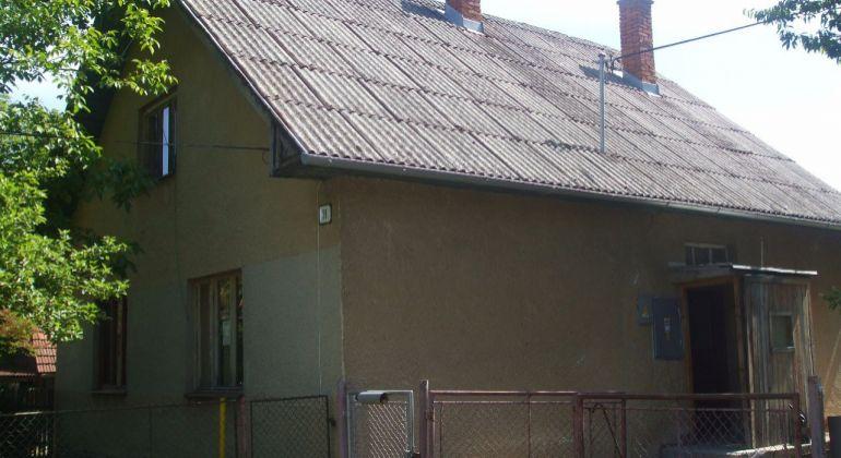 EXKLUZIVNE Predaj  Znížená cena  / Rodinný dom /  POLUVSIE  s pozemkom 812 m2 okres PRIEVIDZA