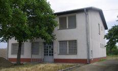 Predám budovu s možnostou vytvorenia 4 bytových jednotiek 2 izbových Šamoríne časť Kráľovianky.