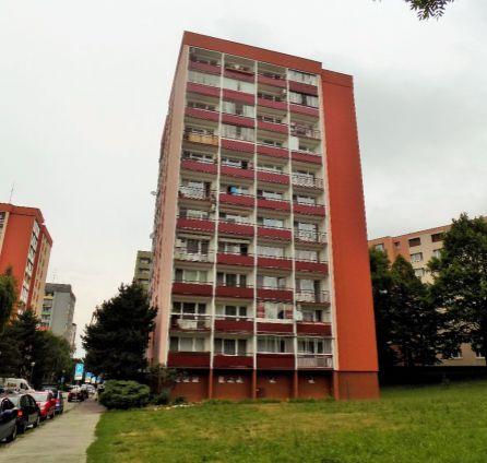 REZERVOVANÝ! PREDAJ-2-izbový byt, BA IV-LAMAČ, Heyrovského ulica, 3 x LOGGIA, čiastočná REKONŠTRUKCIA, TICHÁ a PRÍJEMNÁ lokalita s výhľadom na Malé Karpaty, detské ihrisko a zeleň v okolí