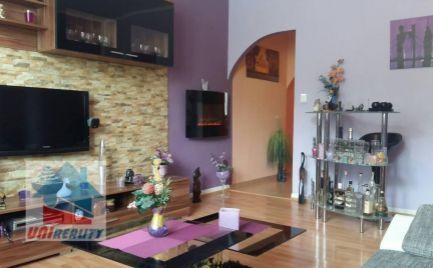 PREDANÉ - BÁNOVCE nad BEBRAVOU – 2 – izb. byt / blízko centra / VEĽMI PEKNÝ /  53 m2 / BALKÓN