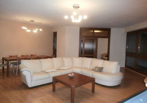 RK 3000 prenajme luxusný 4 - izb. byt, BA I - Staré mesto, Drotárska cesta.