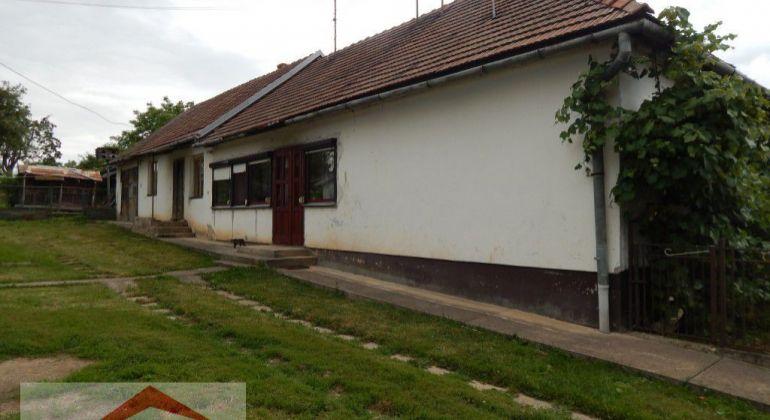Na predaj rodinný dom v obci IŇA, garáž, záhrady