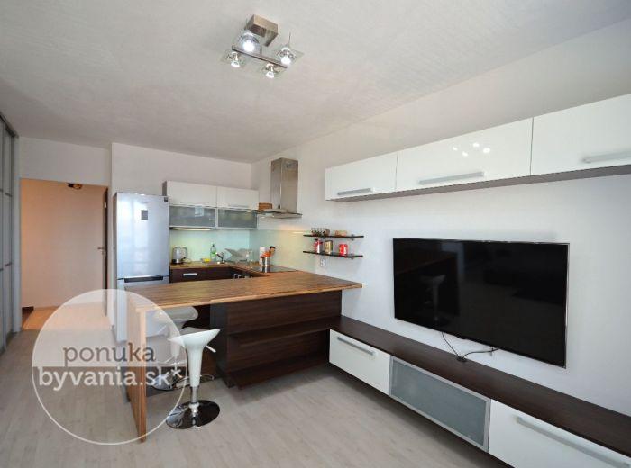 PREDANÉ - HLBINNÁ, 1,5-i byt, 52 m2 - novostavba, tehla, PRIESTRANNÝ, moderne zariadený, veľká LOGGIA