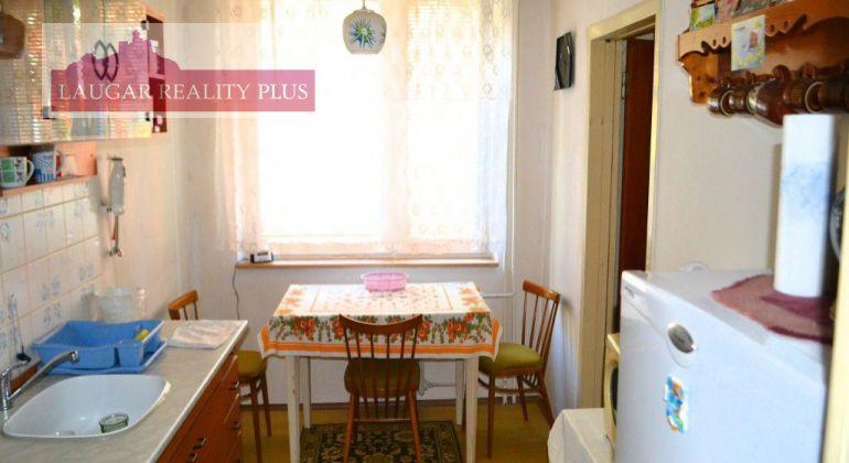 Juh – Štvor izbový byt s lodžiou, výmera bytu 80m2.