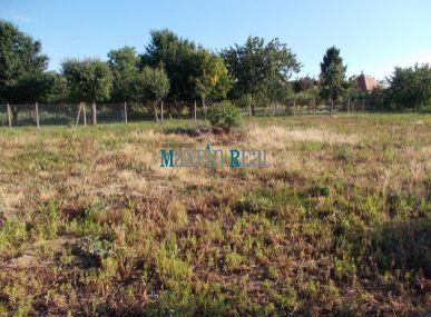 MAXFIN REAL - Pozemok v tichej lokalite v Poľnom Kesove