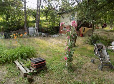 PREDAJ: Pozemok - záhrada s chatou , na stavbu záhradného domu Devínska Nová Ves - Pod Srdcom 810 m2 (Znížená cena !)