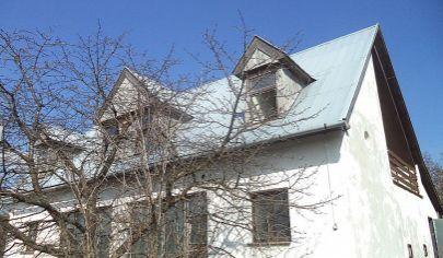OSLANY rod. dom, pozemok 631 m2 , objekt na rekonštrukciu, okr. Prievidza