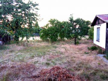 Reality Štefanec /ID-10553/ Miloslavov, záhrada 405m2 s murovanou chatkou na predaj, cena: 31.990,-€.