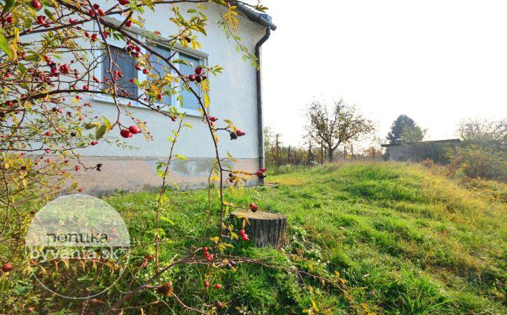 PREDANÉ - PEZINOK, 2-i byt, 42 m2 - krásne prostredie, prístup k JAZERU, záhrada, pozemok 594 m2, VINICA