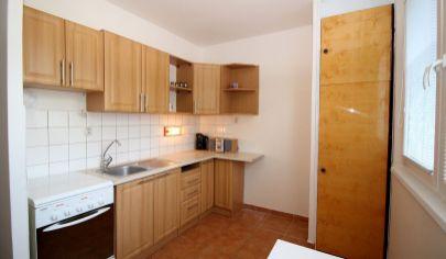 # 3 izbový byt # Estónska ulica  # svetlý byt #udržiavaný bytový dom #nový výťah #bezproblémové parkovanie # loggia