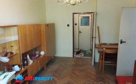 Bánovce nad Bebravou - 3 - izbový byt na predaj - pôvodný stav - loqqia