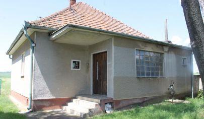 MÝTNA NOVÁ VES 2 izb rodinný  dom, pôvodný stav, pozemok výmera 3000 m2, okr.Topoľčany