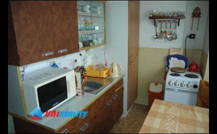 BÁNOVCE NAD BEBRAVOU - 3 - izbový byt - čiastočná rekonštrukcia - loggia - blízko centra