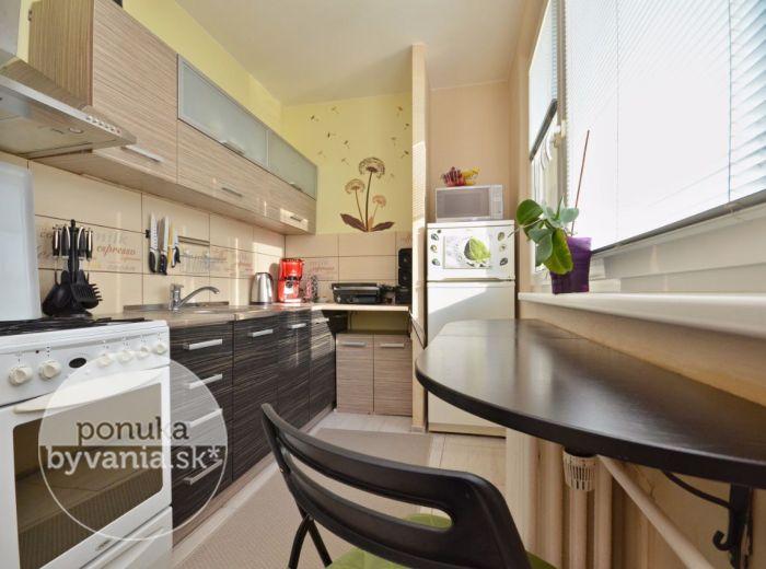 PREDANÉ - PEKNÍKOVA, 2-i byt, 52 m2 – príjemný tichý byt, čiastočná rekonštrukcia, zateplenie, krásny VÝHĽAD, lokalita plná ZELENE