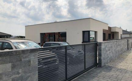 Štvorizbové moderné rodinné domy v tichej lokalite
