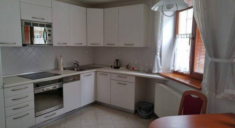 Na prenájom luxusný 2 izbový byt komplet zariadený v centre Trenčianských Teplíc .