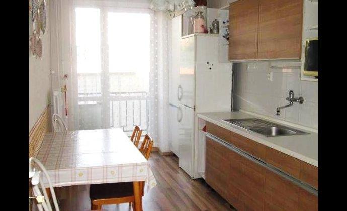 Best Real - prenajom 2-izbového bytu na Hollého ulici v centre Bratislavy, 63m2, nepriechodné izby.
