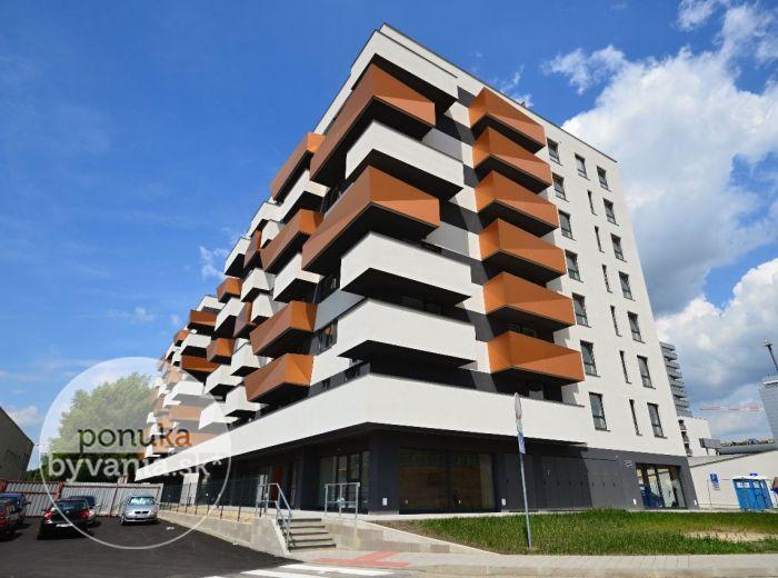 PREDANÉ - MUCHOVO NÁMESTIE, 3-i byt, 114 m2 - dvojpodlažný, NOVOSTAVBA, tehla, balkón a terasa, VÝHĽAD na BRATISLAVSKÝ HRAD