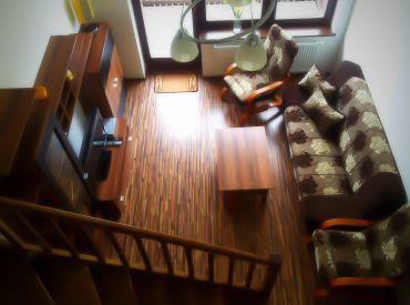 Veľká Lomnica, na predaj 3-izbový mezonetový apartmánový byt s balkónom, 64m², Vila Aston, parkovanie pred domom