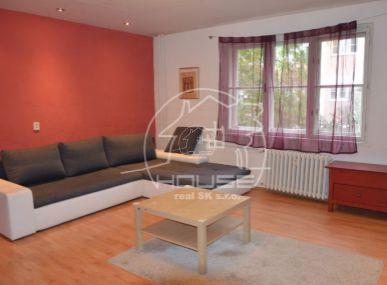 PRENÁJOM:1 izb. byt,Šancova ulica v blízkosti obch, centra Centrál, Bratislava, výmera 43 m2, zariadený.