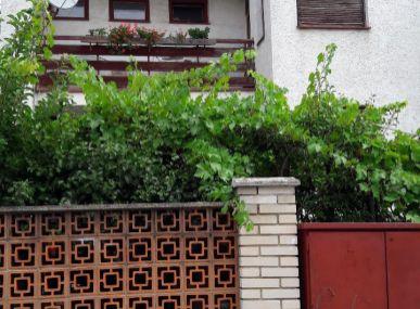Ponúkame na predaj dvojgeneračný RD v luxusnej časti mesta MODRA.