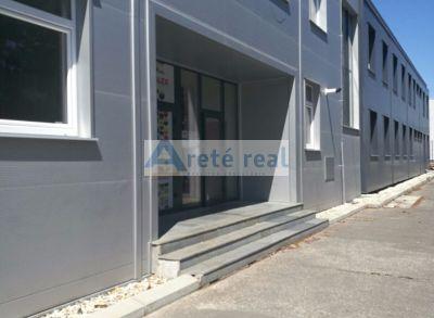 Areté real, Prenájom kancelárskych priestorov v dvojpodlažnej administratívnej budove s dobrým prístupom v Modre