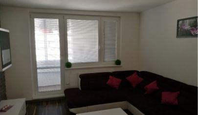 Ponúkame Vám na predaj kompletne zrekonštruovaný 3 izbový byt Bratislava-Petržalka, Šusteková