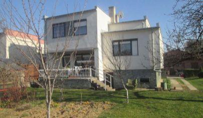 TRENČIANSKE BOHUSLAVICE 5 izbový rod. dom pozemok 1397 m2