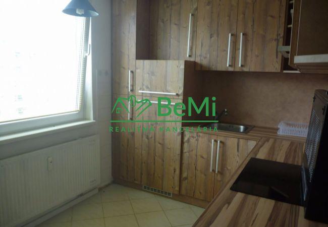 REZERVACIA: pekný, slnečný 3 izbový byt s balkónom , Zvolen-sídlisko Západ (126-113-BB)