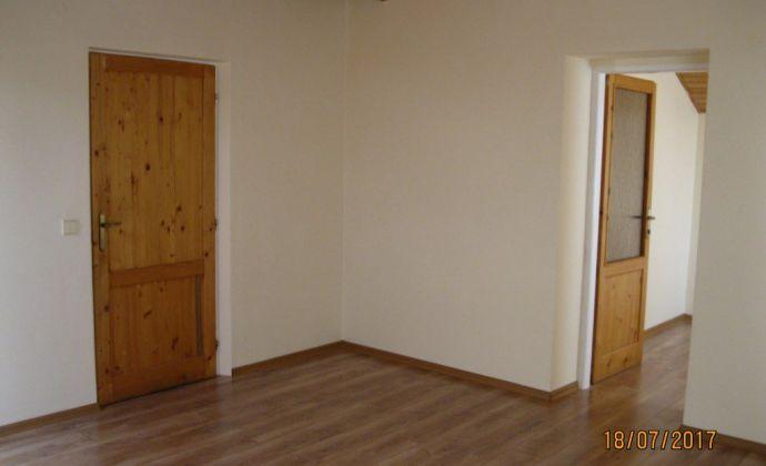 Ponúkame Vám na prenájom  kancelárske priestory v centre mesta - námestie, Prievidza.