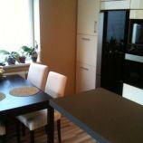 Priestranný 2-izbový byt s balkónom v Ružinove. Ideálny pre rodinu s dieťaťom, ulica Pri Strelnici