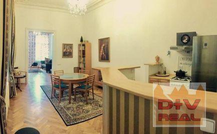 Prenájom: 4 izbový byt, Hviezdoslavovo námestie, Bratislava I, Staré mesto,  zariadený, pešia zóna, balkón