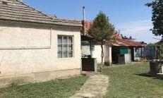 PREDAJ, starší rodinný dom s pekným pozemkom Trstice