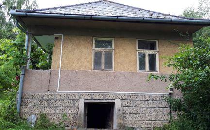 GEMINIBROKER Vám ponúka na predaj dom s pekným veľkým pozemkom