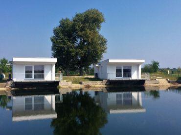 ZNÍŽENÁ CENA - veľmi pekná rekreačná chata priamo pri súkromnom jazere
