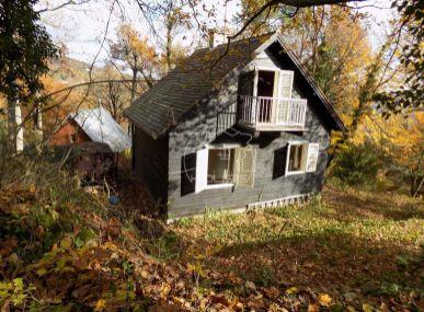 PREDAJ: Rekreačná chata , Harmónia pri Modre , 5 izieb , s pozemkom 1081 m2
