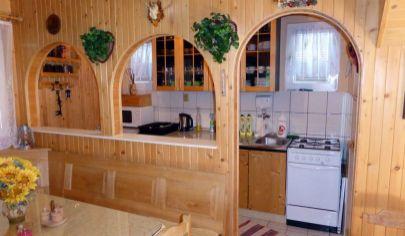 PRAŠICE Duchonka, 4 izbová chata pri priehrade, pozemok 638m2